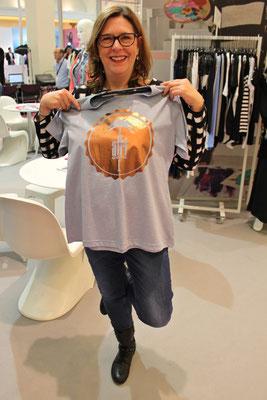 Studio Untold ist unkonventionell und lustig: Das Shirt mit Afri Cola-Druck gefällt mir gut.