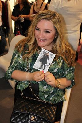 Theodora Flipper (alias Cécile) nahm an der Blogger-Kollektion für Studio Untold teil und freut sich jetzt über eigene Autogrammkarten!