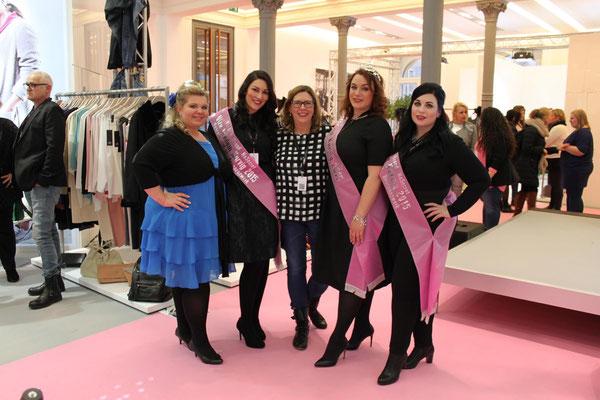 Das Fräulein Kurvig-Team war gleich mit allen drei Gewinnerinnen aus 2015 unterwegs: Veranstalterin Melanie Hauptmanns (links) sucht aber jetzt schon nach neuen Kandidatinnen für die nächste Wahl im Spätsommer.