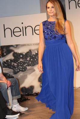 """GMK: """"Ich bin Fan von diesemblauen Abendkleid, das ist das Richtige für alle Frauen, die mal was erleben wollen!"""" Guido Maria Kretschmer by Heine, Herbst- /Winter 2015, Plussize-Kollektion"""