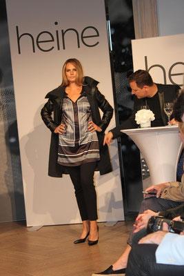 """GMK: """"Ich mag diesen schwarzen Mantel mit dem Leder-Wollmix sehr gerne,der ist perfekt, da ist sogar eine Regen-Appretur drauf."""" Guido Maria Kretschmer by Heine, Herbst- /Winter 2015, Plussize-Kollektion"""