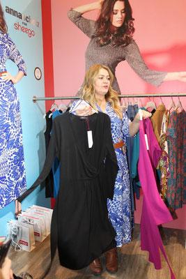 """Designerin Anna Scholz präsentierte ihre neue Kollektion für Sheego höchstpersönlich: """"Ich liebe es bunt! Die anderen können gerne schwarze Outfits machen, aber ich liebe Farben!"""""""