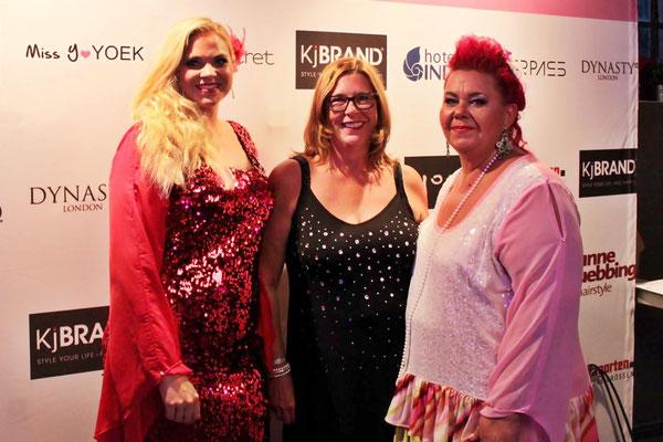 Designerin Mirella Talaga (rechts) mit Jutta Rogge-Strang (Mitte, in Yoek) und Model Marei.