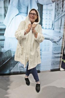 Aber der schneeweiße Mantel mit schimmernden Glitzer-Schuppen von Olivier Wartowski hat es mir besonders angetan.