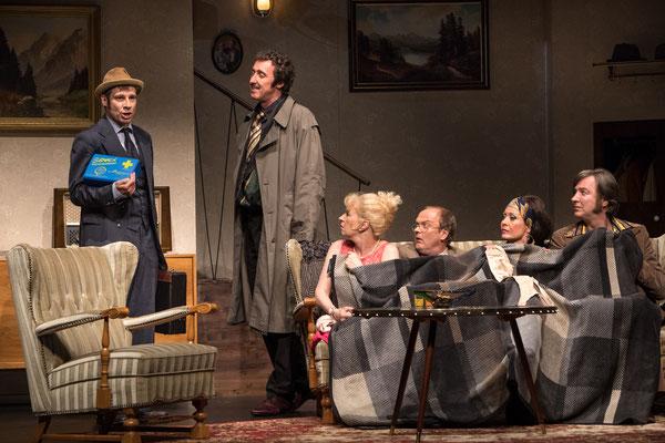 Funny Money - Schlosspark Theater (Regie Anatol Preissler) © DERDEHMEL / Urbschat