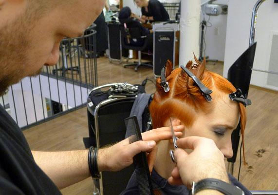 ... die richtige Technik ist die Basis eines perfekten Haarschnittes ...