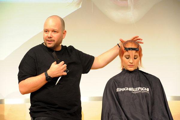 Alexander Lepschi (Executive Art Director und zweifacher Hairdresser of the Year 2015+2019)