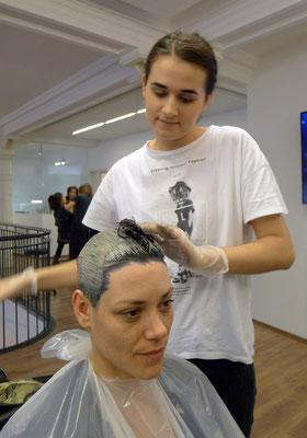 ... unsere Aleksandra unterstütze das Team mit den perketen Haarfarben ...