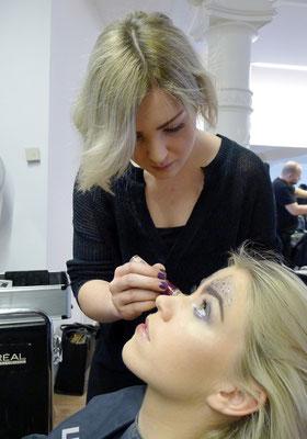 ... unsere Nikole unterstütze uns mit ihren Feingefühl als Make-Up-Stylistin ...