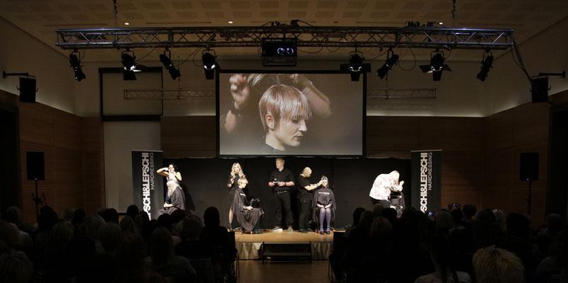 Christina Pumberger (Art Director), Theresa Schirz (Art Director), Alexander Lepschi (Executive Art Director) und Kerstin Pöchtrager (Stylistin) LIVE on STAGE