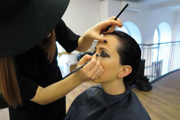 unsere Vanessa - nicht nur Stylistin in unserem Team sondern auch Visagistin für unsere Show