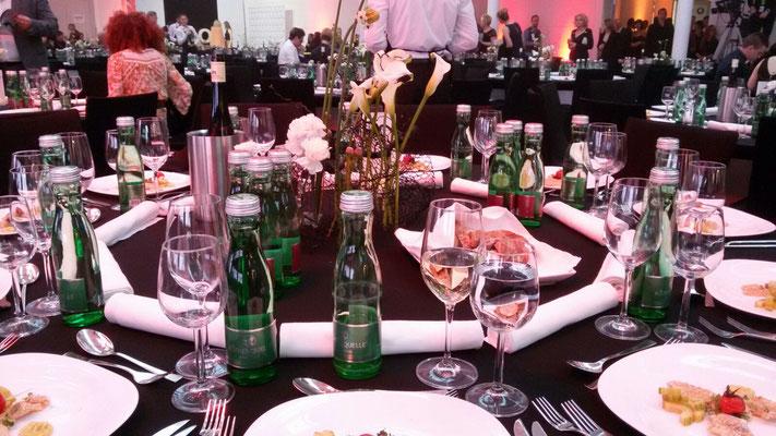 ... die Tische sind gedeckt ...