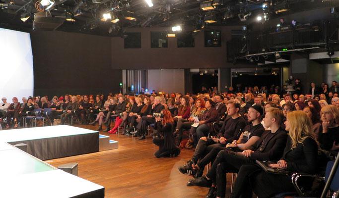 Publikum im Studio44 in Wien