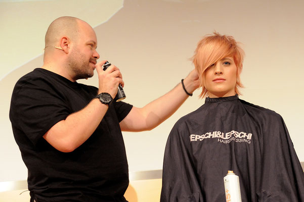 Alexander Lepschi (Executive Art Director und zweifacher Hairdresser of the Year 2015+2019)