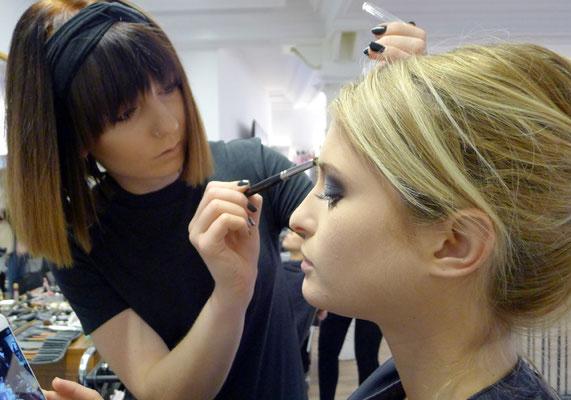 ... auch unsere Vanessa verpasste unseren Models das perfekte Make-Up ...