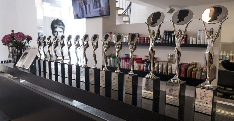 "Friseursalon LEPSCHI&LEPSCHI Hairdressing in Linz - Austrian Hairdressing Award Trophäen - Alexander Lepschi - 15fach ausgezeichnet bei den Austrian Hairdressing Awards - 2facher ""Hairdresser of the Year"" 2015 + 2019 sowie ""Hall of Fame Member"""