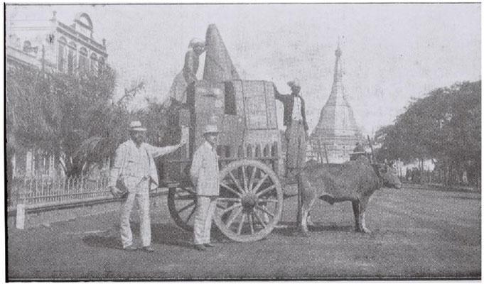 Die Beka Expedition in Rangoon, Heinrich Bumb links und vor dem Karren mit der Aufnahmetechnik Willy Bielefeld