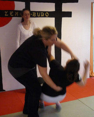 Selbstverteidigungskurs für Frauen als Betriebssport - Jiu Jitsu - Kampfsport - Zen-Ki-Budo