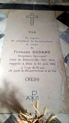 Pierre tombale de l'abbé Godard