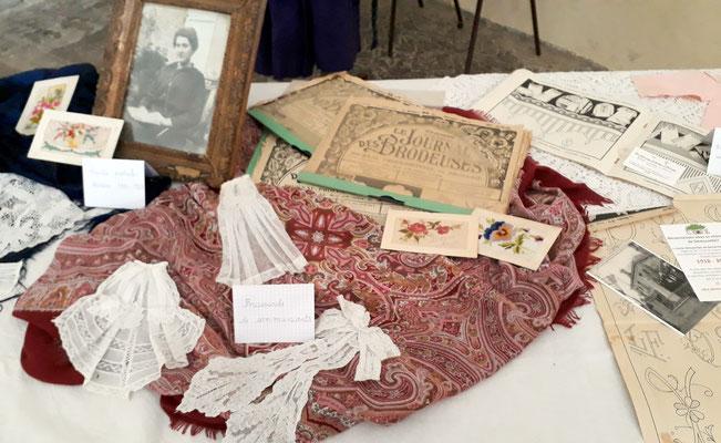 Broderies et revues de broderie datées de 1901