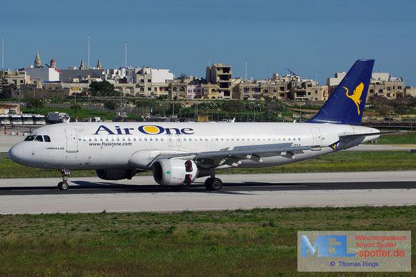 28.12.2013 EI-DSV Air One A320-216