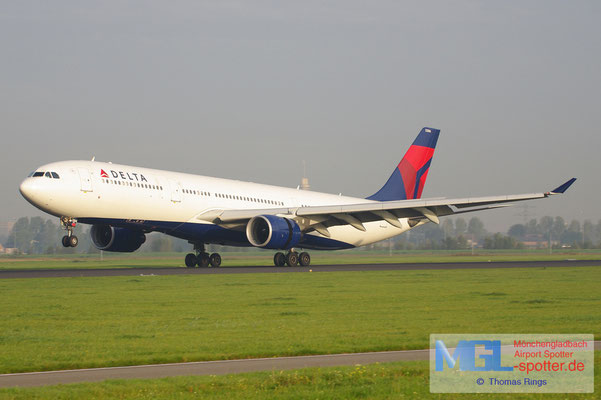 24.09.2011 N806NW Delta A330-323
