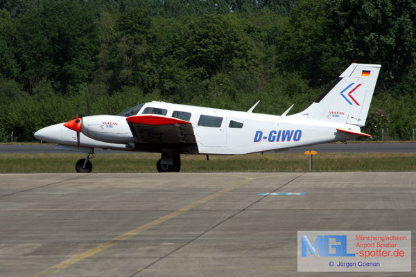 03.05.2007 D-GIWO Vulcan Air Piper PA 34-200T Seneca II