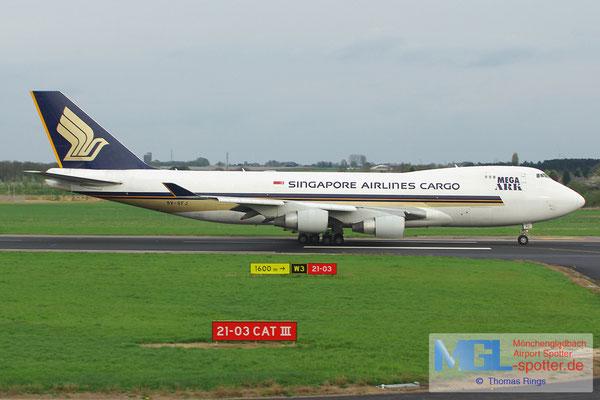 27.04.2013 9V-SFJ Singapore Airlines Cargo B747-412F