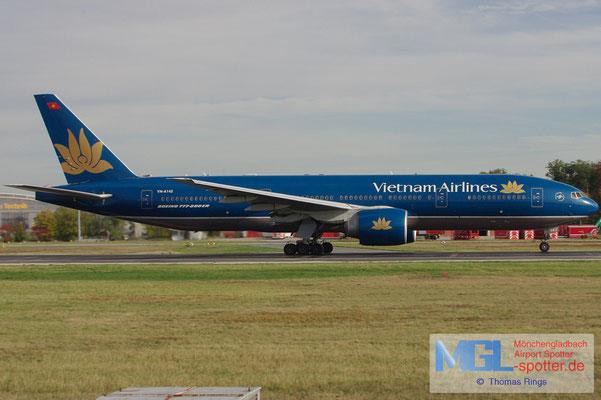 18.10.2012 VN-A142 Vietnam Airlines B777-2Q8ER