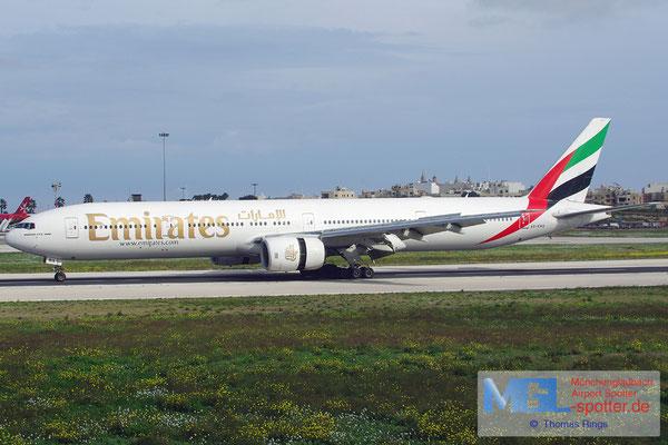 24.12.2013 A6-EMX Emirates B777-31H
