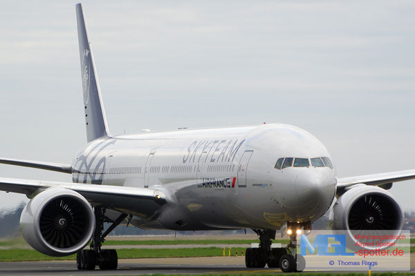 11.04.2015 F-GZNN Air France / Skyteam B777-328ER