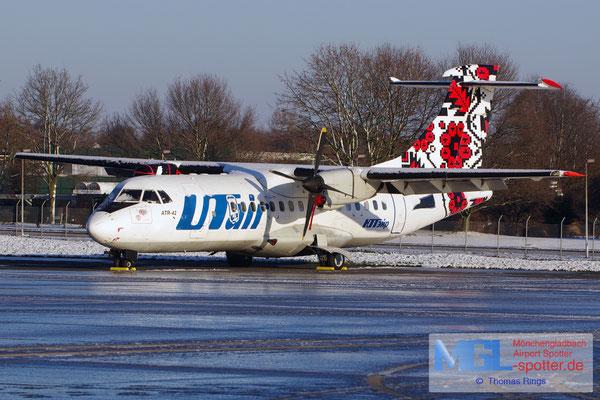 28.12.2014 (UR-UTF) UTair Ukraine ATR 42-300 cn042