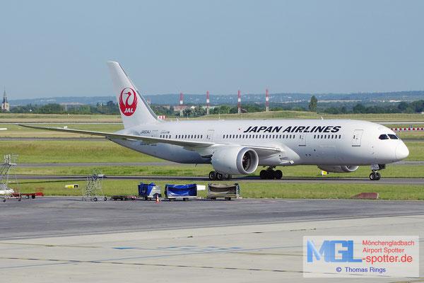 18.06.2014 JA824J JAL B787-8