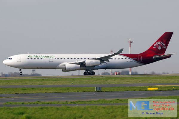 10.04.2015 TF-EAB Air Atlanta Icelandic / Air Madagascar A340-313