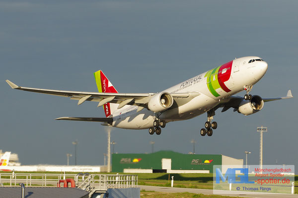 02.11.2013 CS-TOF TAP Portugal A330-223