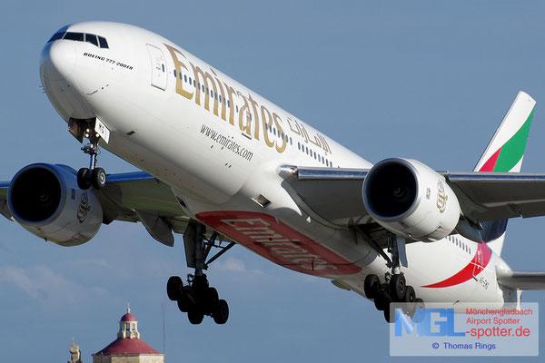 01.01.2014 A6-EMG Emirates B777-21HER