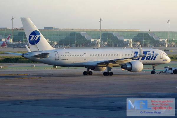 08.10.2014 VQ-BEY UTair B757-2Q8/W