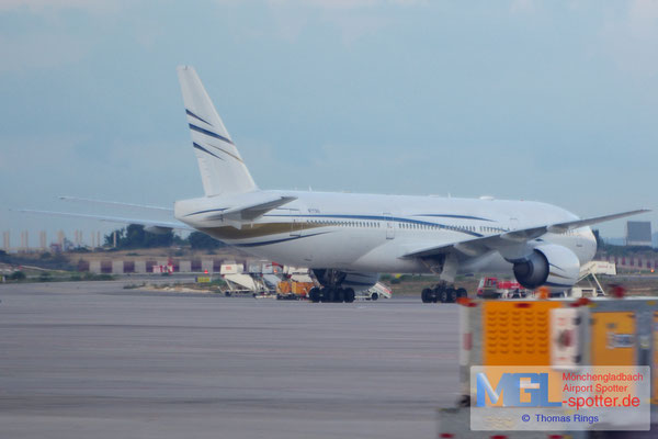 05.10.2014 N777AS Mid East Jet B777-24Q