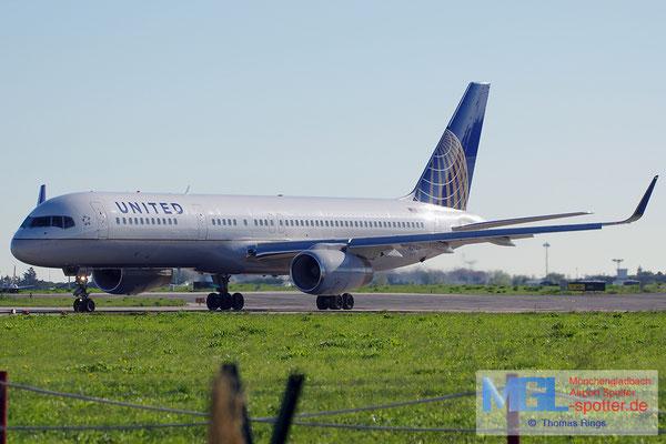 30.10.2013 N21108 United B757-224/W