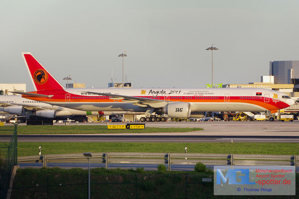 27.10.2013 D2-TEH TAAG Angola Airlines / Angola 2013 B777-3M2ER