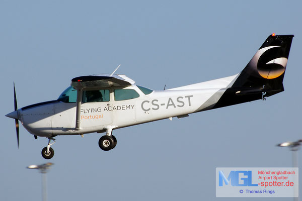 30.10.2013 CS-AST Flying Academy Cessna 172S