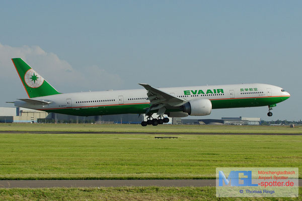 16.06.2012 B-16717 EVA Air B777-35EER