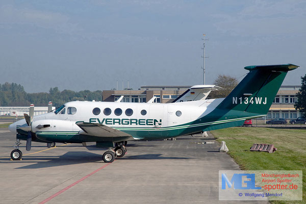 30.10.2011 N134WJ Evergreen International Airlines Beech B200C