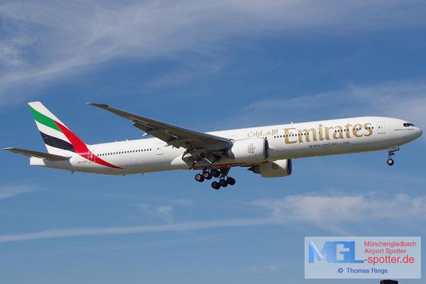 27.10.2013 A6-EGO Emirates B777-31HER