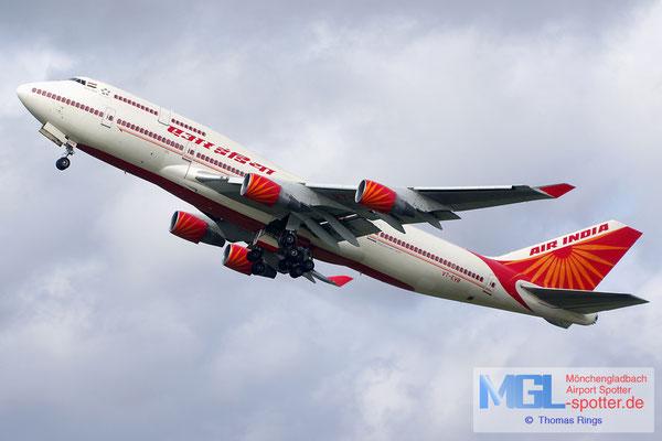 11.04.2015 VT-EVB Air India B747-437