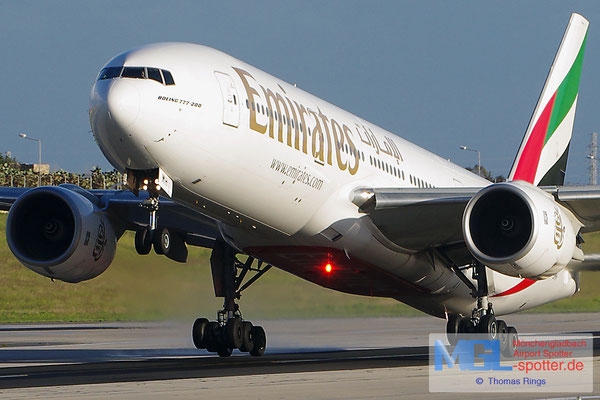 27.12.2013 A6-EMH Emirates B777-21HER