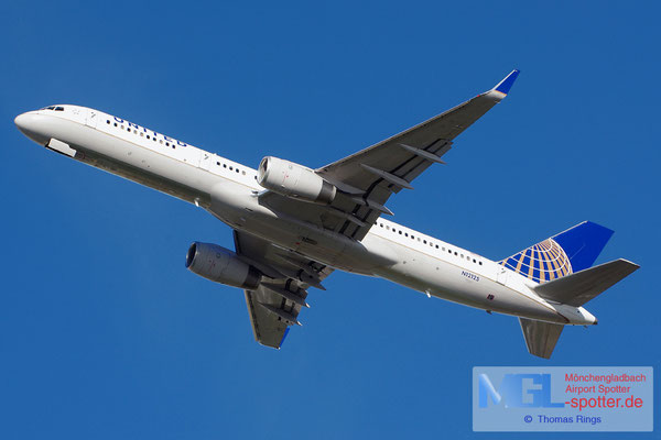 27.10.2013 N12125 United B757-224/W