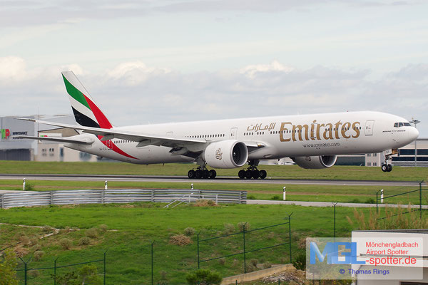 02.11.2013 A6-EGI Emirates B777-31HER