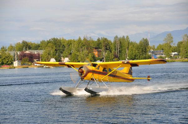 Im Minutentakt starten Wasserflugzeuge