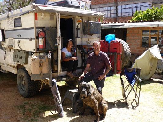 Kasandra, Jeff und Barley mit dem alten Ford F250